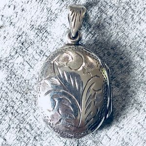 Jewelry - Vtg Sterling Silver Etched Photo Locket Pendant